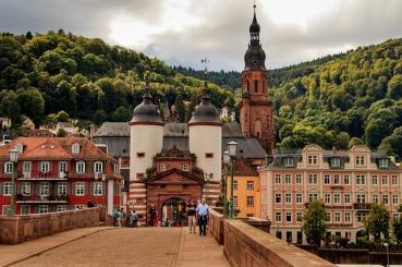 Ilona Scheidle führt uns durch die queeren Geschichte Heidelbergs